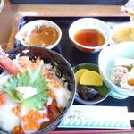 おけしょう鮮魚の海中苑 - 海鮮丼御膳¥1950【ミニ海鮮丼、本日の天ぷら、小鉢、味噌汁、お漬物】
