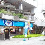 31948450 - お店は国際通りに面しています。振り返ると県庁舎と市庁舎があります。