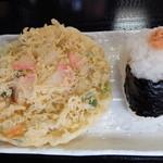 たぬき屋 - 野菜よせ揚げ(100円)鮭おにぎり(90円)2014年10月