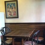 31952849 - テーブル12席の小さなお店です。