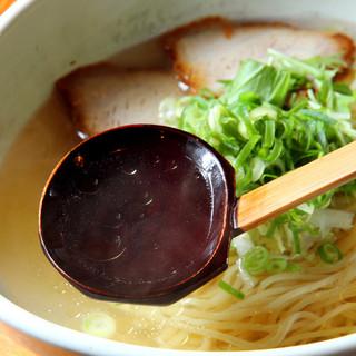 塩・醤油・つけ麺・担々麺どれもスープが自慢!
