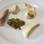 ダルソウシ - 鮃のソテー 肝を生ハムで巻いて 骨出汁の雑穀リゾット添え
