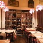 パリのワイン食堂 - ワインがいっぱい!