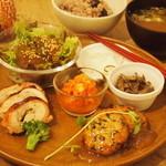 こもれび食堂+ - 料理写真:一汁五菜のこもれびプラスプレート
