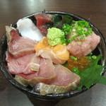 海女房 - 限定30食 おまかせ海鮮丼
