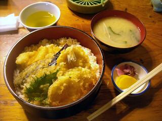 赤津加 - 「日替り定食(穴子とキスの天丼)」750円