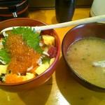 魚河岸 でん - しらすと地魚の宝石丼(1706円)