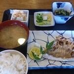 田中屋 - 日替わり 鯛つけ焼き630円