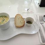 NOSSA gallerybar&dining - チキンスープとパン