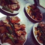 アンベルテンポ - 若鶏と万願寺唐辛子のグリル ~自家製タップナード添え~ フライドポテト(こちらは宴会のシェフおまかせコースの内容です)byお店
