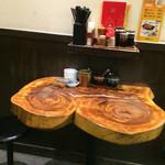 博多 一風堂 - カウンター後ろの2人掛けテーブル席