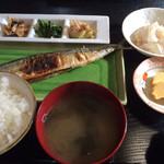居酒屋漁 - 秋刀魚。880円。