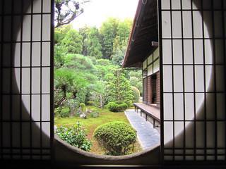 芬陀院 - 図南亭(となんてい)円窓の眺め
