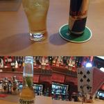 ツー ドッグス - 下:最初に頼んだコロナビール 上:お店一押しのレッドブル+ウォッカ