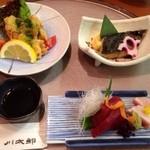 川太郎 - 晩酌セットのお造り二種、とり天 磯風味に焼き魚。
