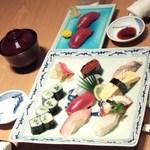 鮨 割烹 福松 - お寿司です。
