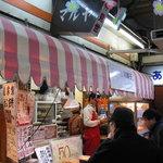マルヤ製菓 - 向かいの「小陽」の行列とも錯綜し、凄い混雑