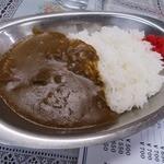 つかもと - カレーは、昔懐かしい銀の皿で登場!