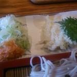 直利庵 - 薬味 天ぷらアップ
