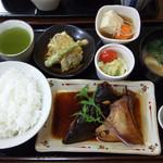 藤吉郎 - ぶりかまあらだき定食