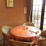 バル・レストランテ・ラ・パセオ - monmo推薦イタリアンレストラン【ラ・パセオ】スペイン風の佇まい!窓際の予約席♪