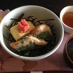 桜と月の みつるぎカフェ - タラコ出し巻き玉子と梅風味ササミ大葉揚げ丼(?)
