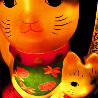 特大招き猫(三頭身の等身大)てきめんのパワースポット!