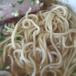 三喜食堂 - 麺は中細ストレートで茹で加減はちょうどいい!