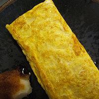 蕎麦屋 籔半 - [厚焼玉子]そばツユの元である濃縮された砂糖とみりんと醤油だけでつくられる「カエシ」で味付けする厚焼玉子。