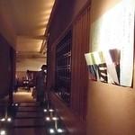 京懐石 りほう - 入口から見た店内