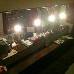 chinese cafe 茶林香 - このカウンターに座ってランチと中国茶をいただきました。2階もあります。