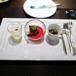 32037791 - アワビのソテー                        ビーツの冷製スープ、ビーツのチップ、マスタードとシェリービネガーのアイス                        イタリアのモッツァレラとトマトのジュレ カプレーゼ仕立て