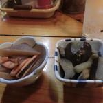 32041266 - 小鉢。茄子の煮浸し。イカとコンニャクの旨煮。