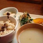 玄米・菜食 花小路 - ランチコースの一部