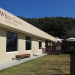 カフェ ホワイト ガーデン - デッキテラス併設の第一ドッグラン