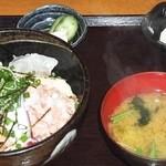 旬食・おそば なごみ - 海鮮丼のランチ 全景