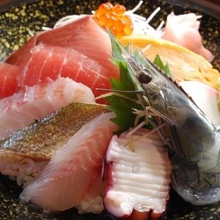 漁港直送の魚、おなかいっぱい食べてって!