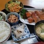 32070669 - 本日の魚メインはサンマの蒲焼き