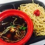 毘侍家 - 九州男児流 武士道つけ麺 880円  濃厚系かと思ったら、案外さっぱりした魚介系のスープ。 極太の全粒粉縮れ麺は迫力あり。いただくと独特の醤油系でした。 麺の上の梅干しが意外とあって、酸味が効いておいしかった。  2014年235杯目