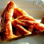 キッサ クローバー - アップルパイの皮に振られた微かな塩が絶妙