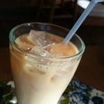 キッサ クローバー - バナナジャム入りアイスミルクティー