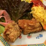 中華料理 珉龍 - 鶏の唐揚げと玉子焼き
