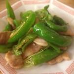 とんかつ 安右衛門 - 万願寺唐辛子と豚バラ肉炒め