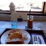 港カフェbreath - ◆ソフトフランスパンのフレンチトースト(500円)、こちらのアイスコーヒーは200円です。 カレーとセットにするより50円高くなります。