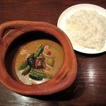DINING BAR TALAHT - 鶏もも肉のグリーンカレー(2014/10/29撮影)
