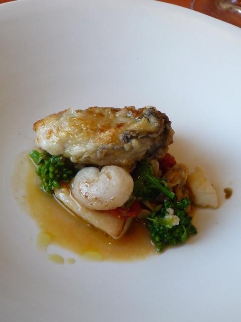 ピアチェーヴォレ - 牡蠣とマトウダイのソテー、タイラギのソース☆