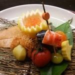 32080838 - ふきよせ八寸 薩摩芋の素揚げ・海老の黄身寿司・ぎんなん・トマトと卵の黄身の味噌漬け・秋刀魚の山椒煮・いがぐりは、魚の白身と素麺・いくらのオロシ