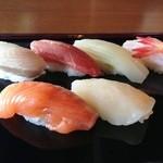 32082966 - お寿司