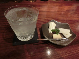 ROGE - マティ-ニ風のロングカクテル700円、&お任せチーズチョイ盛り(350円)