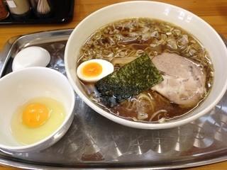 川越大勝軒 - ワンタン麺 通常(950円)+生玉子(50円)